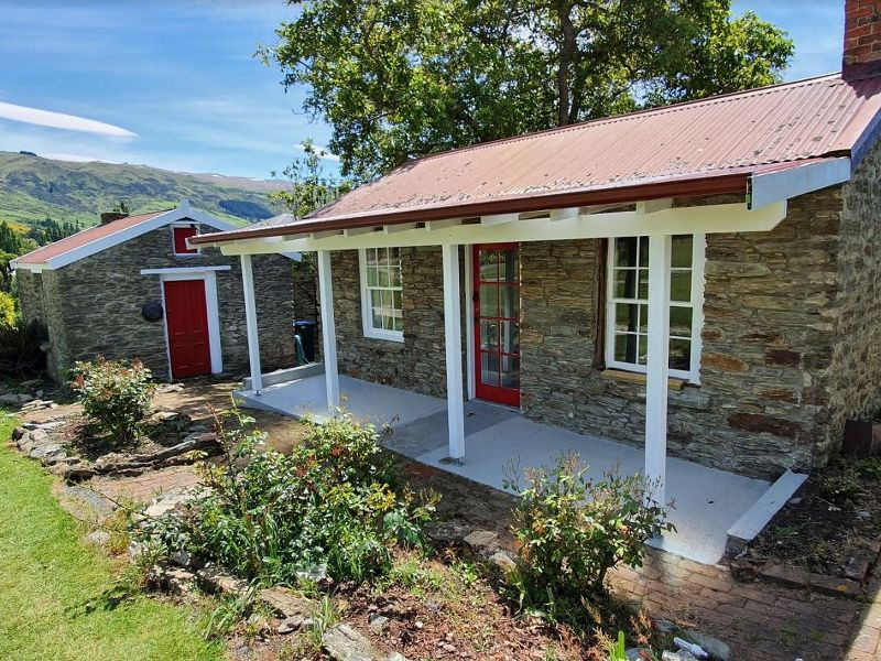 Doltons Deed Cottage in Roxburgh Accommodation Guide
