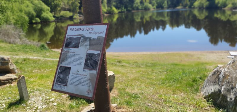 Sign at the front of Pinders Pond