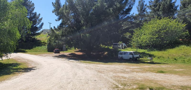 Large freedom camping area at Pinders Pond
