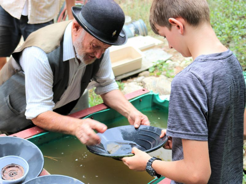 Roxburgh Gold Panning Tour -Copyright Roxburgh Guide